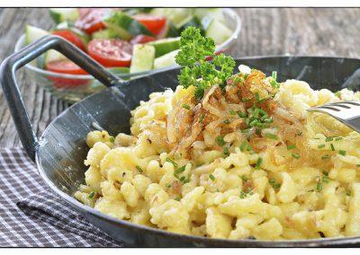 Käsespätzle mit Salat
